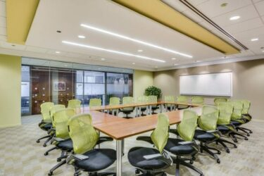 AON-trainingroom-carr-workplaces-700x464